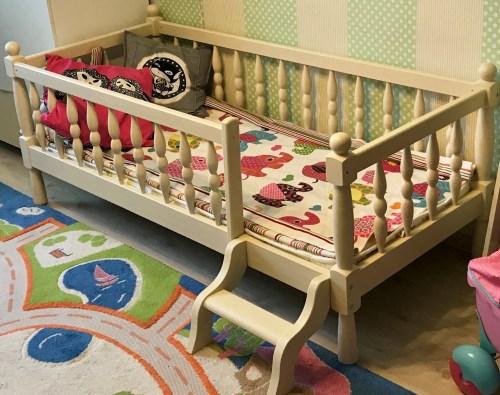 Кровать Лика точёная из массива